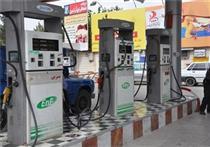 ممانعت از سوختگیری خودروهای فاقد بیمه شخص ثالث/ بنزین سال ۹۵گران نمیشود/ عرضه با کارت سوخت ادامه دارد